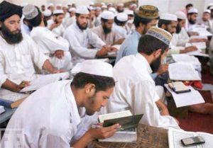 وزارت آموزش و پرورش پاکستان کنترل مدارس دینی را به عهده میگیرد